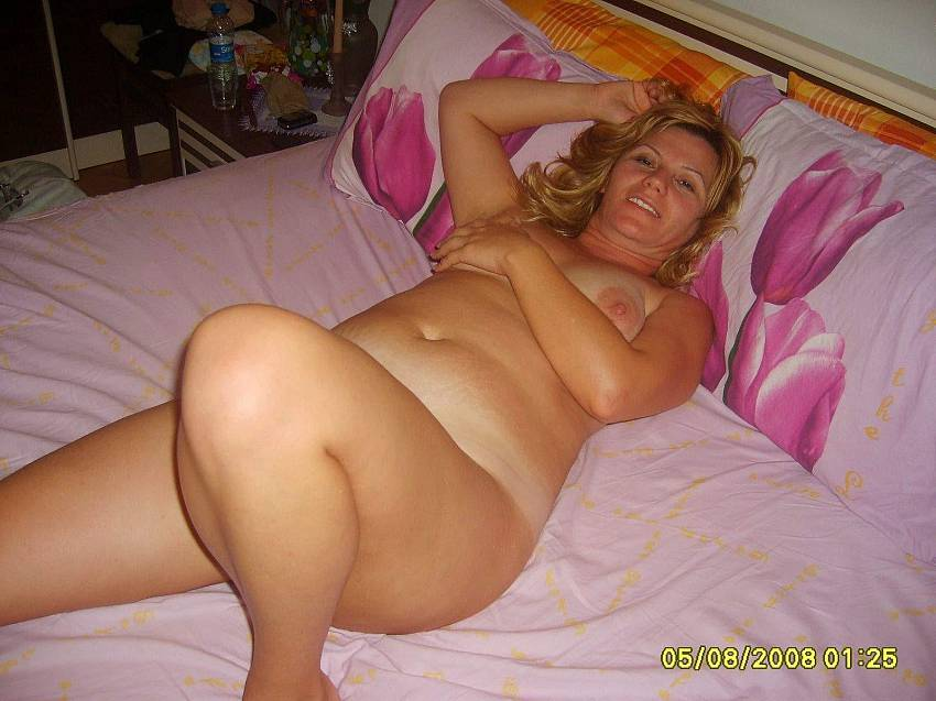 Amateur plump mom nude - Naked photo