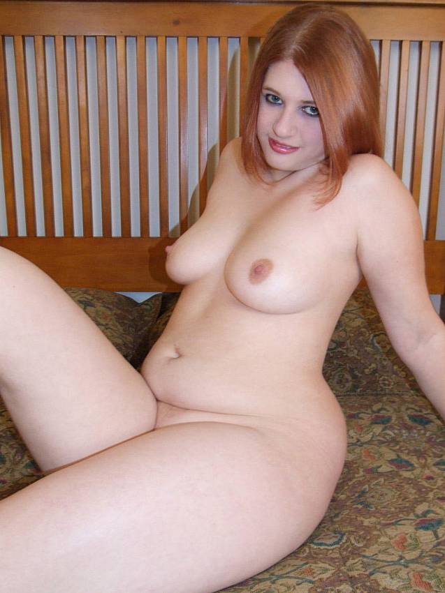 Teen Fingering Herself Solo